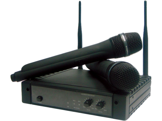 Dual Wireless Microphone Kit